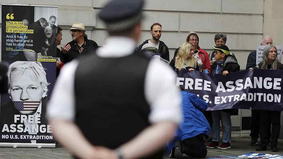 Assange: Londra firma la richiesta di estradizione negli Stati Uniti