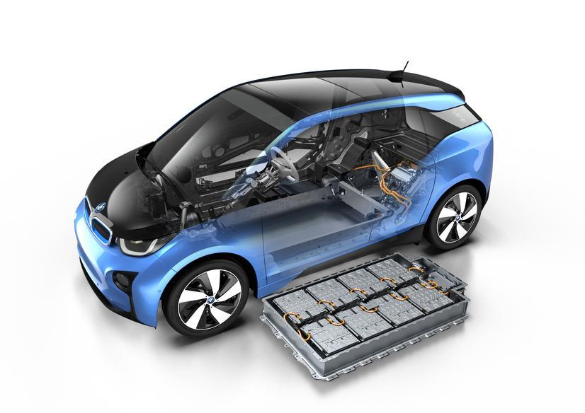 Riuscirà la nuova batteria da 33 kWh a ridare slancio alle vendite della BMW i3?