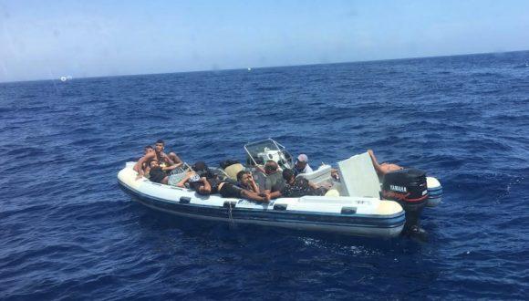 Soccorsi 14 migranti a 10 miglia dal porto di Mazara