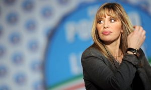 """Alessandra Mussolini denuncia Virginia Raggi? """"Riceverà notizie dai miei legali"""""""
