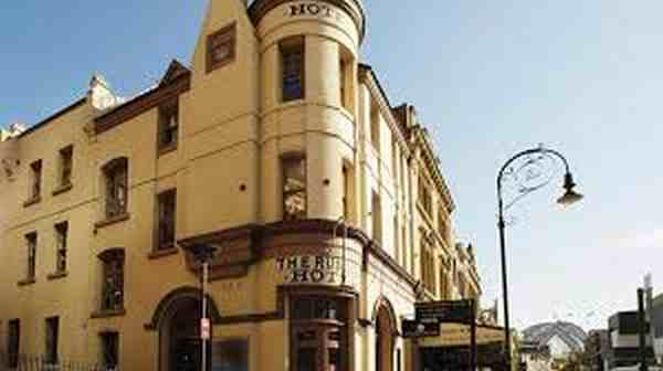 L'HOTEL INFESTATO RUSSELL AUSTRALIA