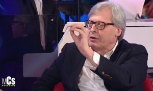 Vittorio Sgarbi offende i gay e le comunità LGBT in tv. La bufera sui social
