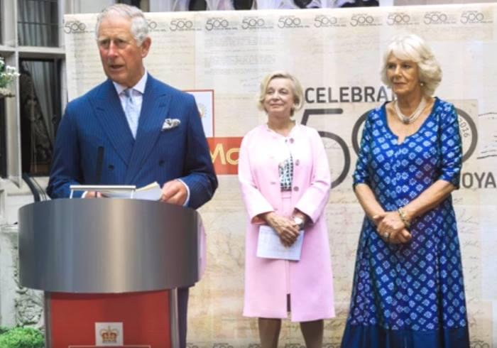 Il principe Carlo contro sms e tweet: minacciano la lingua inglese