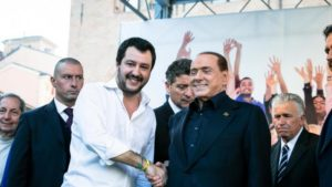 Matteo Salvini diviso tra Berlusconi e il referendum