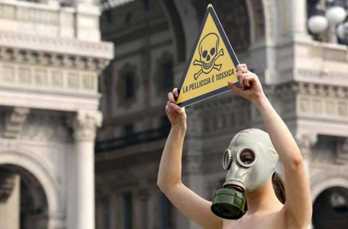 Sabato 25 febbraio, la protesta dell'OIPA contro la fiera internazionale della pelle e delle pellicce