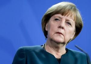 "Merkel battuta alle regionali, ""sfodera le unghie"" contro l'estrema destra."