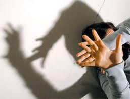 Ricatto a luci rosse. Giovane accusato di stalking e violenza sessuale nei confronti della sua ex...