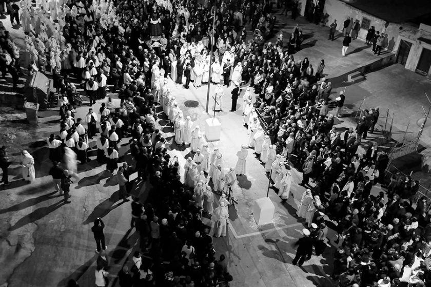L'imponente solennità del Venerdì Santo nel borgo di Vico del Gargano