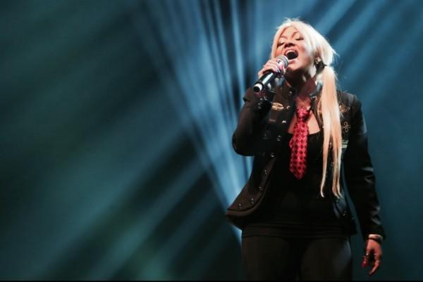 """Ecco nelle radio """"Ama quello che hai"""" il nuovo singolo della cantante torinese Alexandre"""