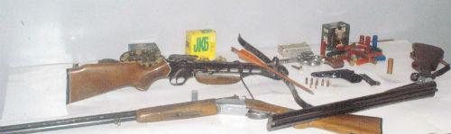 A Valguarnera deferiti per droga due giovani, trovate armi e munizioni non denunciate alle autorità