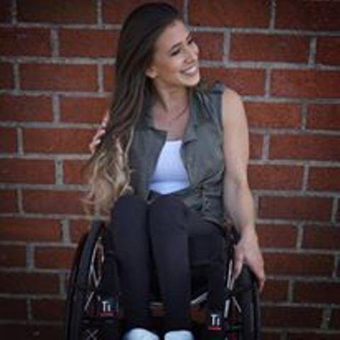 DAL MONDO - Spopola sul web in sedia a rotelle: è una ballerina