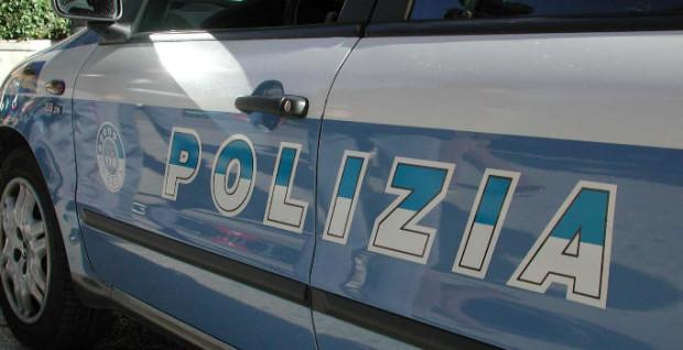 E' successo lunedì sera a Castel Bolognese: Sputa e punta la pistola contro il vicino e suo figlio...