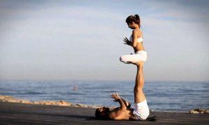 Guardate cosa fa questa coppia su una spiaggia: incredibile [VIDEO]