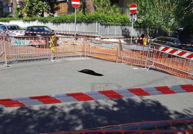 Vigna Clara, causa voragine via Mengotti e via Stringher chiuse al traffico