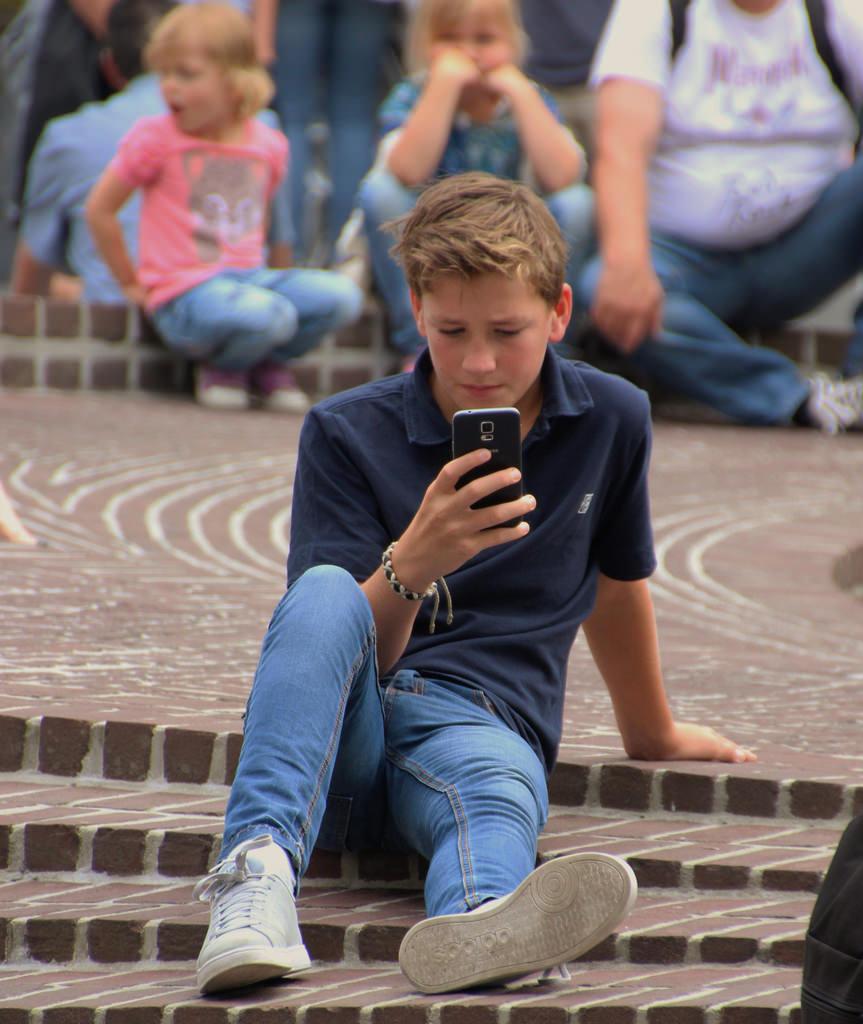 Parental control e cellulari: perché l'uso delle app di sicurezza a volte non basta