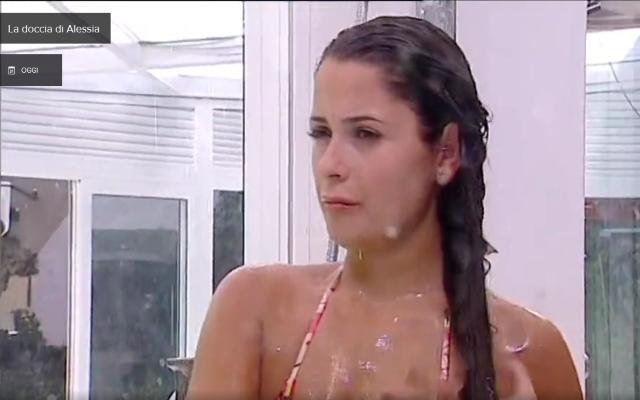 Grande Fratello Vip: la doccia sexy di Alessia Macari VIDEO MEDIASET