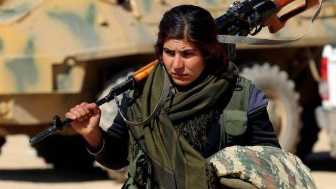 Siria: Combattenti Forze Democratiche Siriane (SDF) entrano nella provincia di Deir al-Zour in mano
