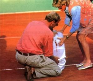 30 aprile 1993: La tennista Monica Seles aggredita da un tifoso al torneo di Amburgo