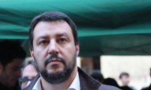 """Terremoto, Salvini shock: """"Altro che migranti, governo aiuti questi italiani"""""""