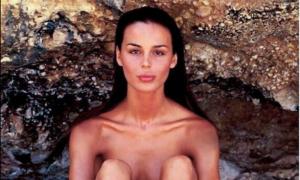 Lo scatto che non ti aspetti: Nina Moric nuda, 10 anni e 22 tatuaggi fa. Bufera sul web [FOTO]