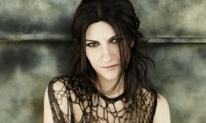Gocce di Gossip: Laura Pausini smentisce la gravidanza, Leonardo Tumiotto piange per Dj Fabo…