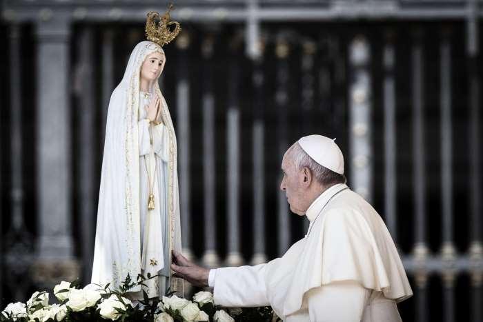Papa Francesco commenta il proprio viaggio a Fatima durante l'Angelus