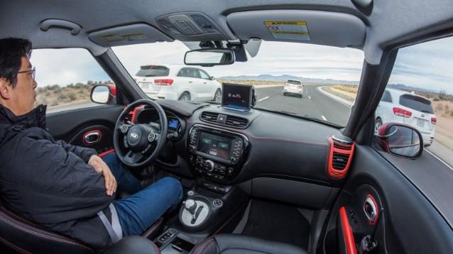 Le auto del futuro dialogheranno tra loro. Parola di Jaguar Land Rover