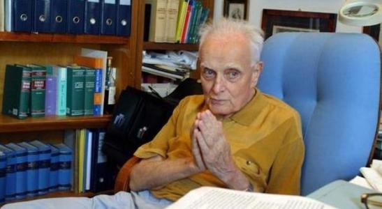 Ci lascia un grande uomo Giuseppe Abbamonte, giurista di calibro nazionale