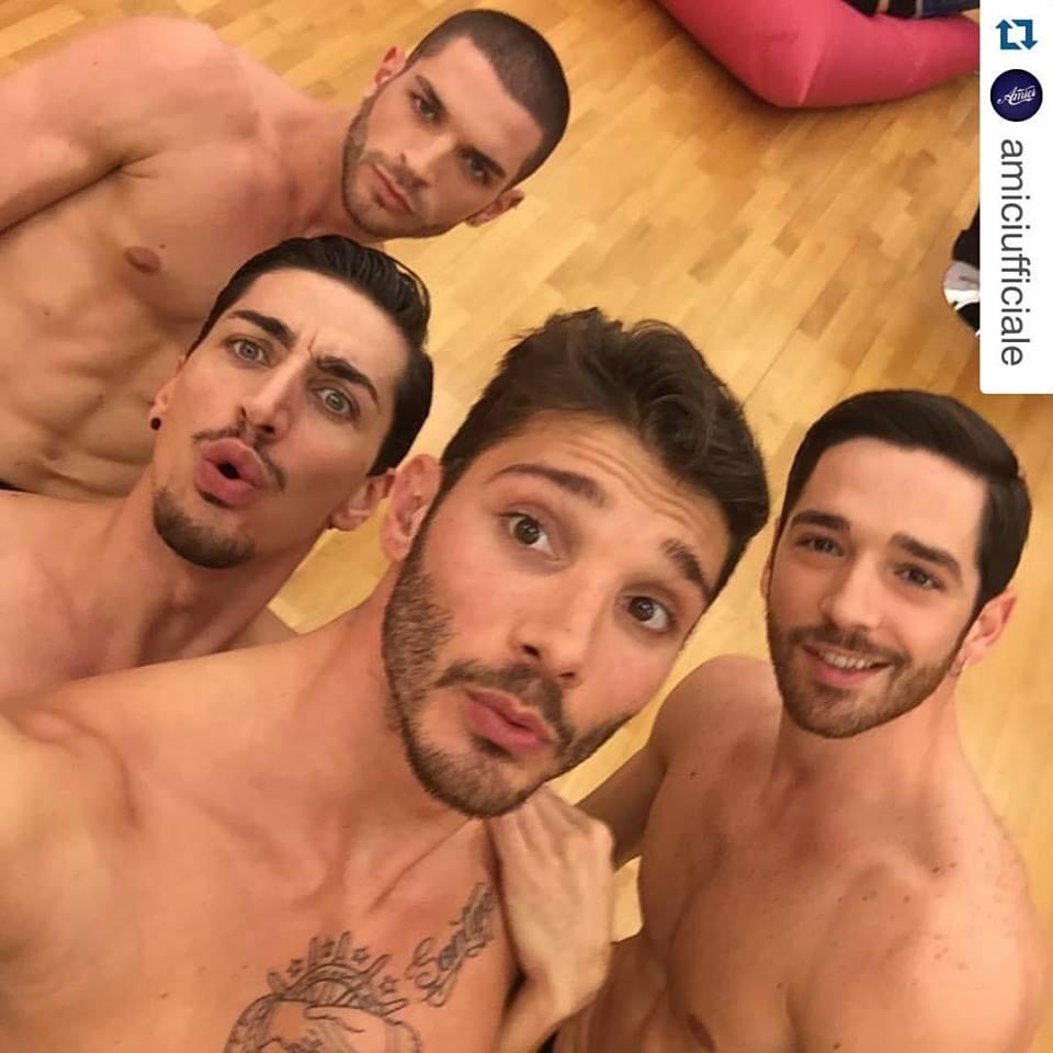 Stefano de Martino nudo fa sognare… Qualche scatto Hot