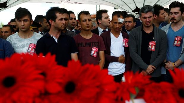 Turchia: Militanti curdi Falchi per la Libertà del Kurdistan rivendicano responsibilità per attacco