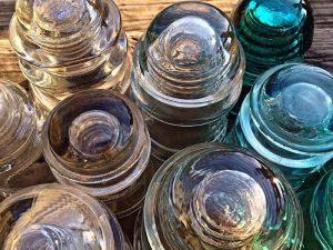 Le infinite vite del vetro, e Abatantuono dà voce alle bottiglie