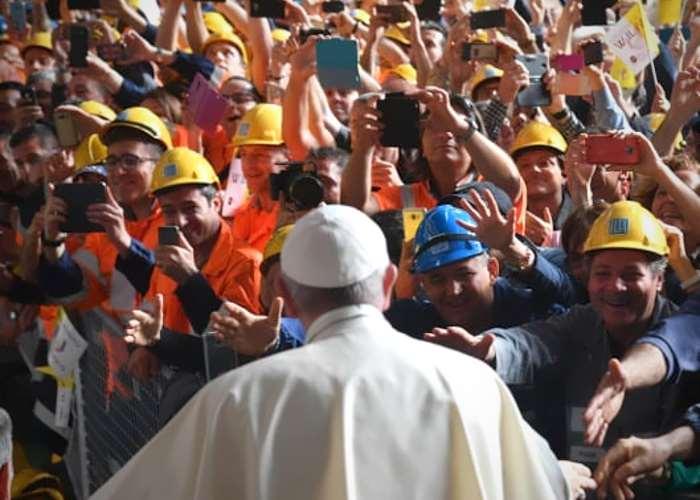 L'intervento del Papa all'Ilva durante la visita pastorale a Genova