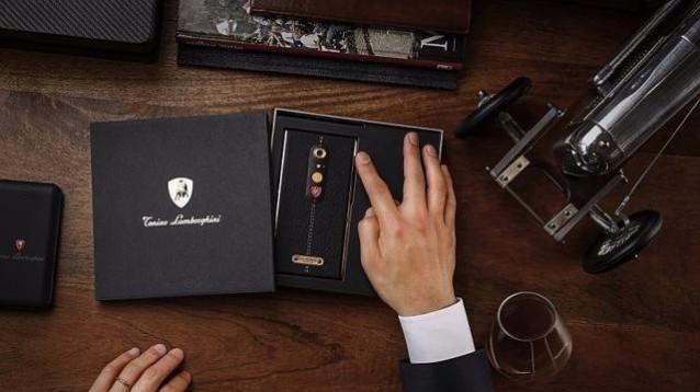 Lamborghini ALPHA ONE: smartphone extralusso in oro e pelle italiana