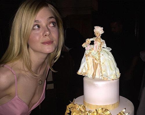 Elle Fanning festeggia i suoi 18 anni con un account Instagram