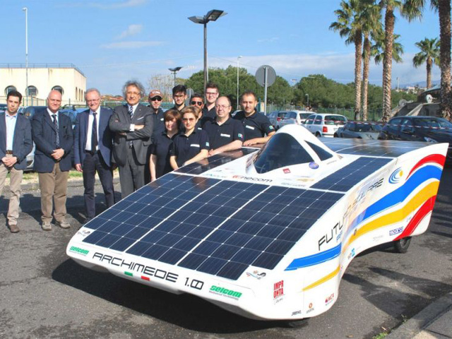 Presentato il prototipo Archimede Solar Car, auto elettrica ad energia solare