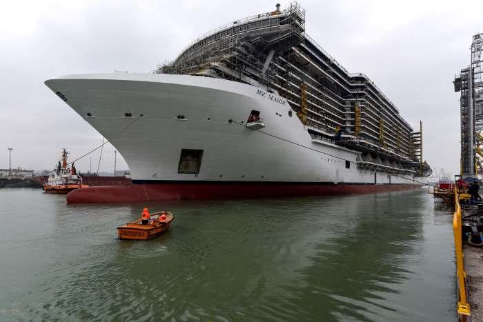 I primi passi in acqua per la MSC Seaside, la nave più grande mai costruita in Italia