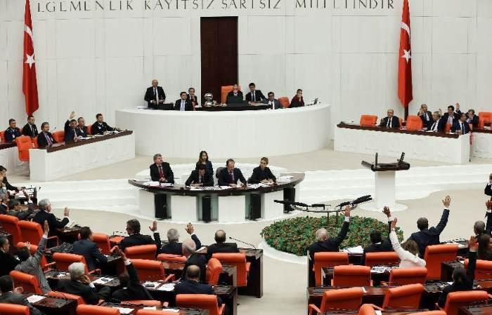 La Turchia cancella l'immunità per i parlamentari. A rischio arresto quelli filo-curdi