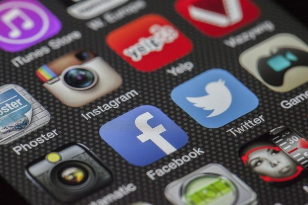 Come fare soldi con il social network Facebook