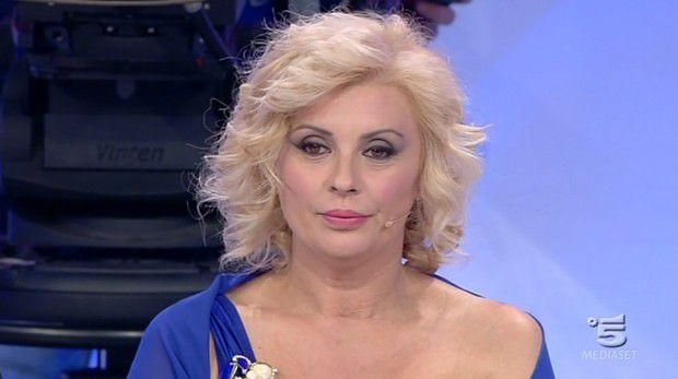 BOOM: Tina Cipollari usa parrucche da mesi! Ecco perché!