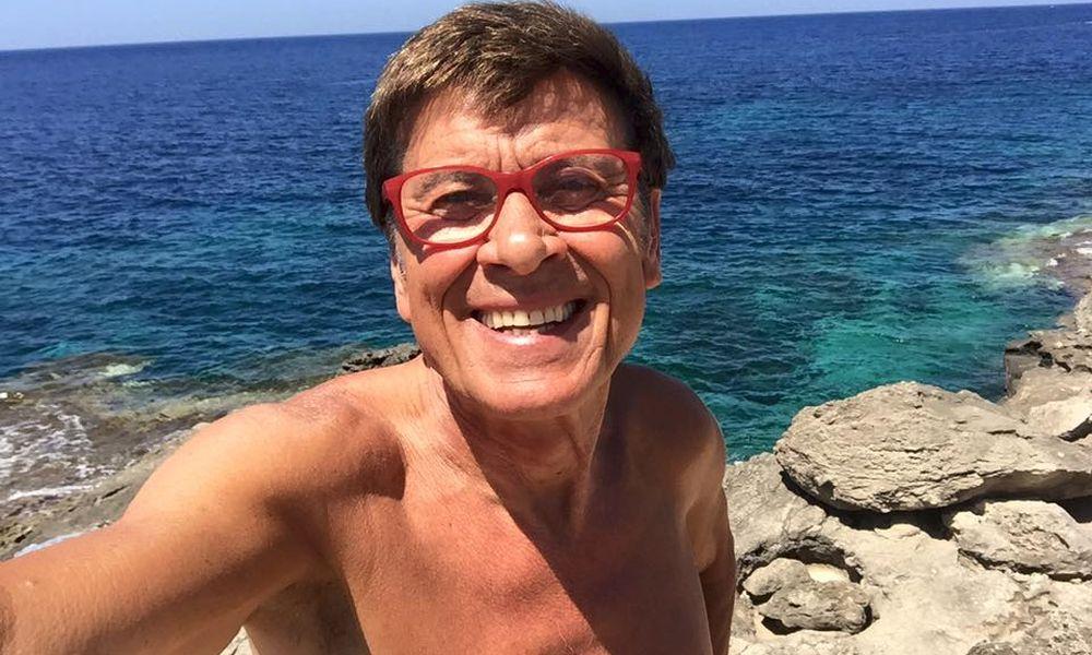 Gianni Morandi nudista? La foto senza veli scandalizza il web