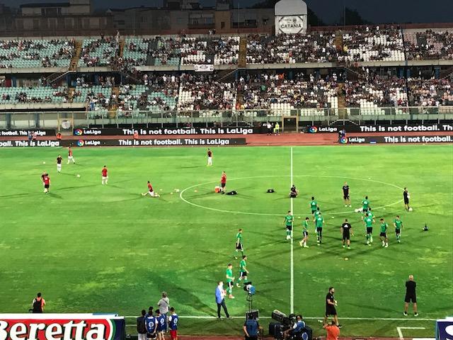 A Catania, assalto ai tifosi milanisti intervenuti allo stadio per Milan - Betis Sivigilia
