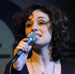 """Cantante siciliana finalista del premio """"Bianca D'Aponte – Sono un'isola"""""""