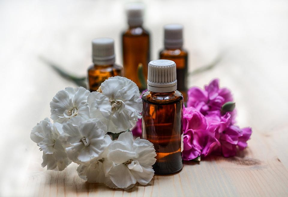 Gli oli essenziali per il benessere dell'anziano