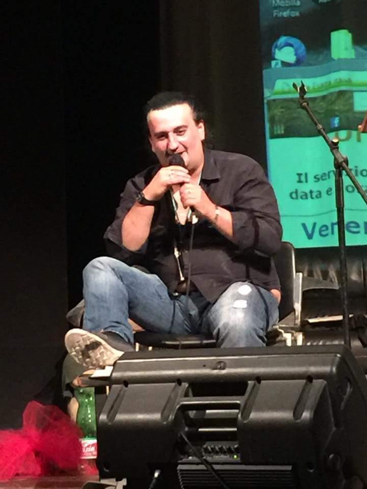 ANDREA MAGINI RIPORTA IL GUINNESS WORLD RECORD DEL PIÙ LUNGO SPETTACOLO DI CABARET IN ITALIA