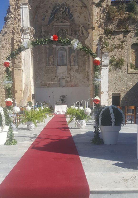 Sotto il cielo blu, coppia si sposa a San Giuseppe