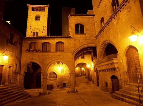 Fiori, emozioni a Palazzo del Drago: una mostra in occasione di San Pellegrino in Fiore