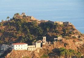 Centinaia di visitatori per la prima giornata di apertura del Castello Pentefur di Savoca