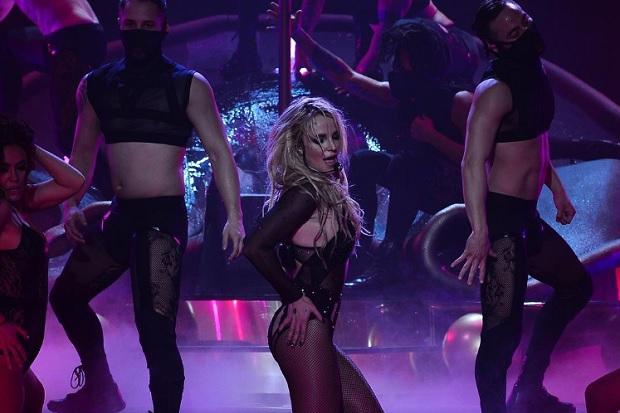 Britney Spears a maggio esce il nuovo album , probabile duetto con The Weeknd