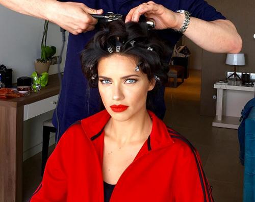 Adriana Lima si prepara per la notte a Cannes