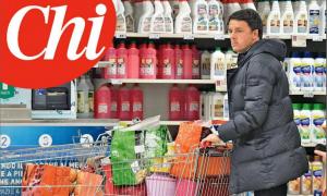 Avvistato Matteo Renzi. L'ex premier fa la spesa al supermercato per Natale [FOTO]